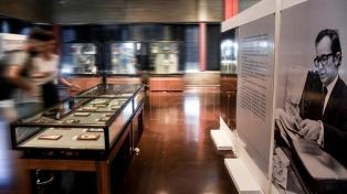 Una muestra en la Biblioteca Nacional para conocer todos los oficios terrestres de Rodolfo Walsh
