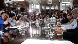 Finocchiaro anunció una nueva convocatoria a los docentes y dijo que no habrá decreto para fijar salarios
