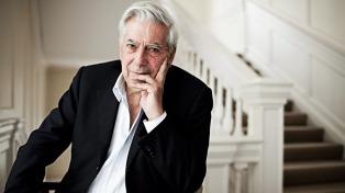 El Nobel peruano Vargas Llosa celebró sus 81 años con la donación de miles de libros