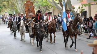 Sanjuaninos y visitantes participan de la Cabalgata de fe a la Difunta Correa