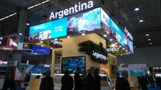 Santos asiste a la Feria de Turismo de Milán en busca de aumentar vuelos y de inversiones europeas