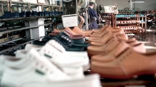 Oficializan la reducción de aportes para los sectores textil, de calzado y marroquinería