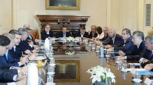 """Macri y el Gabinete estiman que """"mucha gente se va a movilizar para concurrir a sus tareas"""""""
