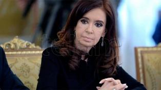 """Cristina Kirchner recibe a intendentes """"leales"""" para diseñar la estrategia electoral"""