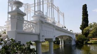 Restauran por completo el centenario puente griego de El Rosedal de Palermo