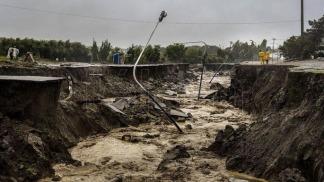 Avenida Fray L. Beltrán destruida por el agua y el barro