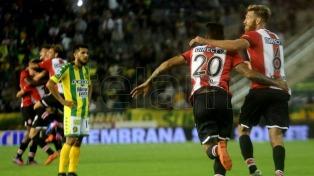 Estudiantes goleó a Aldosivi y es único escolta de Boca