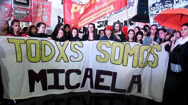 Masiva movilización en repudio a un nuevo femicidio en Argentina — NiUnaMenos