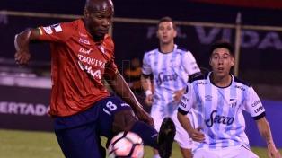Atlético Tucumán perdió en su visita a Bolivia y se complica su clasificación