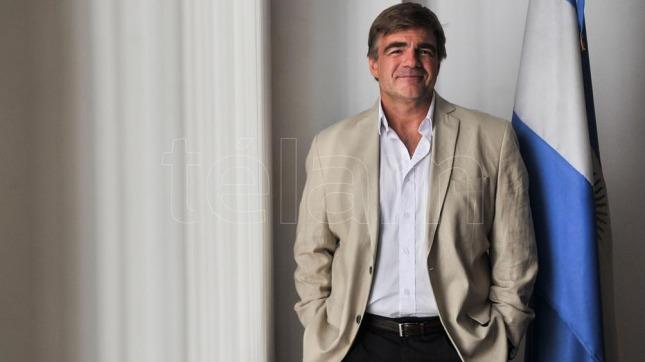 Por sospechas de corrupción, se va el presidente del INCAA