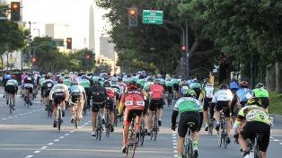 Dificultades en el tránsito en la Ciudad por una carrera de ciclistas