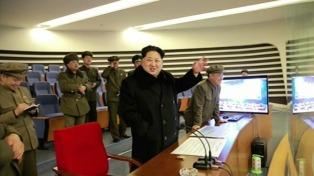 """Kim Jong-un dice que su país es """"una amenaza nuclear sustancial"""" para EEUU"""