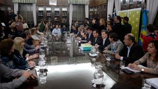 El gobierno bonaerense y los gremios docentes inician la paritaria este jueves en La Plata