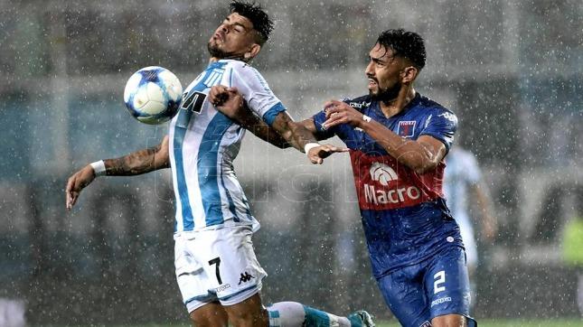 Se jugaron los 67 minutos restantes del partido suspendido por la lluvia