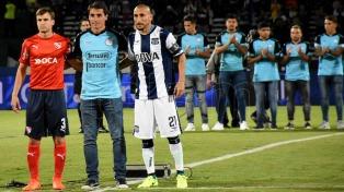 Los jugadores de Belgrano acompañaron a sus colegas de Talleres