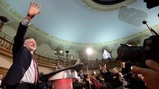 Corbyn sube en las encuestas y reanudó la campaña tras el ataque en Manchester