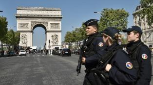 A dos días de las elecciones, el miedo se apodera del país tras el ataque en París