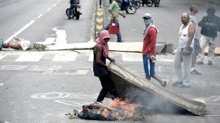 La oposición vuelve a protestar, esta vez con caminatas y sentadas