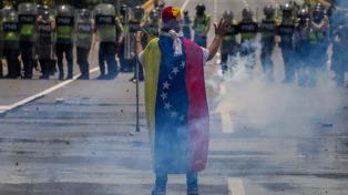 Autorizaron una marcha estudiantil chavista y reprimieron con gases otra opositora
