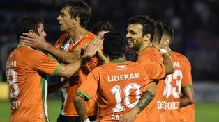 Banfield le ganó a Tigre y se afirmó en la zona de Sudamericana