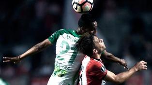 Nacional goleó a Estudiantes, que complicó su chance de clasificar