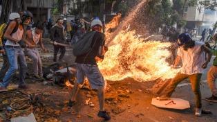 Dispersan con gases lacrimógenos una marcha opositora que iba hacia Parlamento