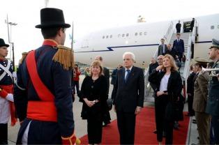 Llegó el presidente de Italia, acompañado por 43 empresarios y mañana verá a Macri