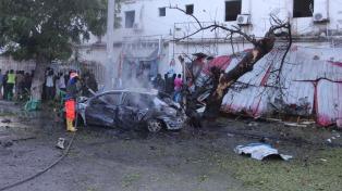 Al menos 10 muertos y 20 heridos en un atentado con coche bomba en Mogadiscio