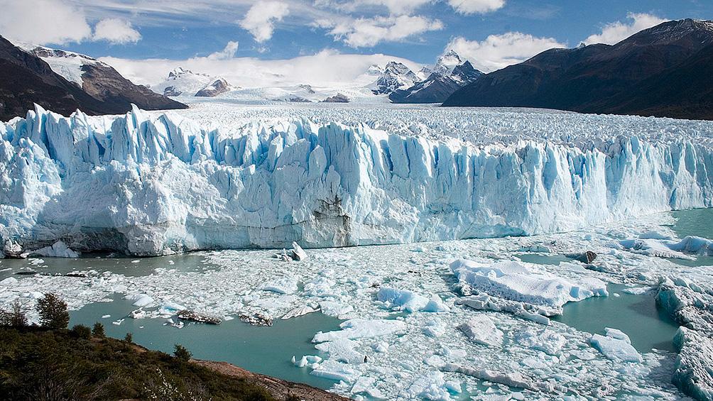 El glaciar Perito Moreno rompió frente a pocos testigos