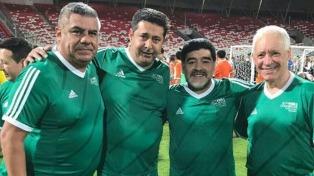La dirigencia argentina limó asperezas con Maradona en Bahrein