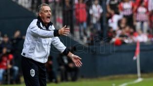 Alfaro renunció como técnico de Gimnasia, la derrota del clásico