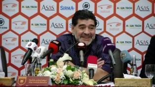 """Duras réplicas a Maradona, quien dijo que estaba """"vestido de soldado""""para defender a Maduro"""