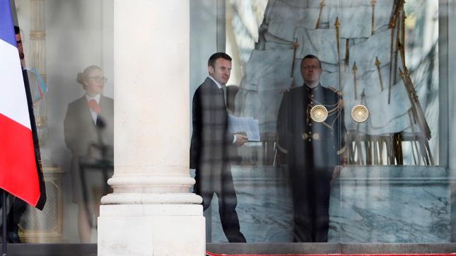 El mundo: Macron elige a un conservador como nuevo primer ministro