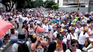 La oposición convocó a movilizarse esta noche en  contra de Maduro