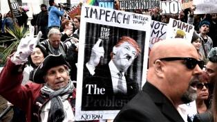 Manifestantes reclamaron que siga la investigación sobre el nexo entre Trump y Rusia