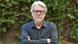 """Mario Montalbetti: """"El sistema no quiere saber nada con la poesía, no la entiende y no le interesa"""""""