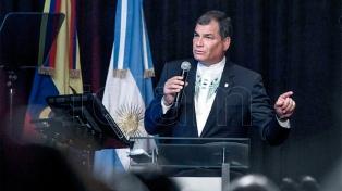 """Correa: """"El fin último de la economía es el ser humano"""""""