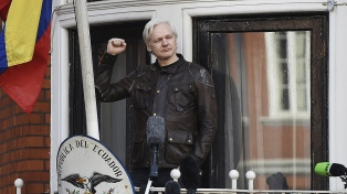 Ecuador redujo la seguridad en la embajada donde se asila Assange
