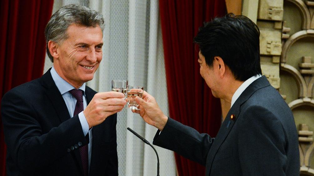 Brindis de primer ministro japonés Shinzo Abe con el presidente Macri