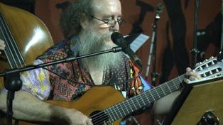 Litto Nebbia edita a un librero de 63 años que presenta su primer disco