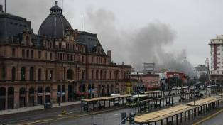 """Confirman que las pérdidas por el incendio en la feria de Constitución """"fueron totales"""""""