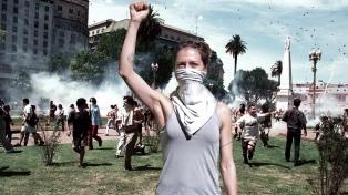 """Lola Arias visita la rebelión de 2001 a partir de """"Audición para una manifestación"""""""