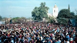 Cientos de peregrinos caminan al santuario del Señor de los Milagros de Mailín