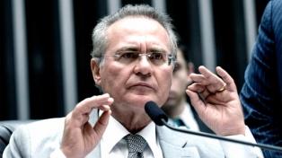 "El jefe del bloque de Senadores del PMDB le pidió a Temer una ""salida negociada"""
