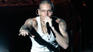 Denuncian al cantante de Calle 13 por promover la discriminación