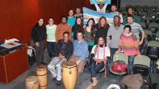 """Descendientes de afroargentinos esclavizados piden no """"invisibilizar"""" su participación en la Revolución de Mayo"""
