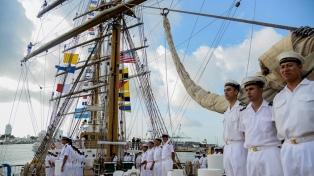La Fragata Libertad llegó a Hamburgo y celebrará allí el 9 de Julio