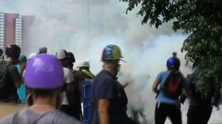 Más de 60 heridos en una nueva marcha opositora en Caracas