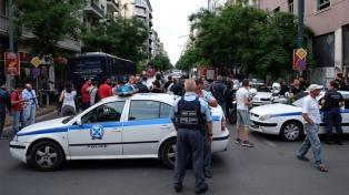 Hallan a 41 inmigrantes afganos en un camión en Grecia, en otro caso de tráfico de personas