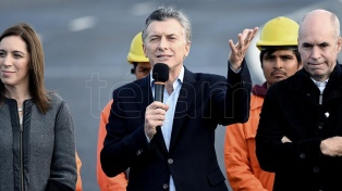 """Macri inauguró un nuevo viaducto: """"Estas obras generan trabajo del bueno, no clientelismo"""""""